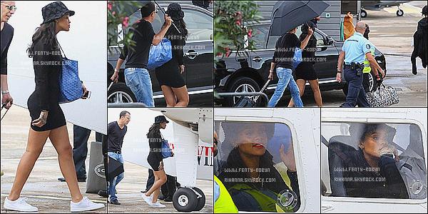 _ 04.01.2015 | Rihanna a été aperçue quittant l'île française, Saint Barthélémy, hier en fin d'après-midi. La chanteuse a même eu la chance de devenir co-pilote le temps du vol ! Rihanna quand elle porte la Robe Noir, elle a des fesses de malade. ! _