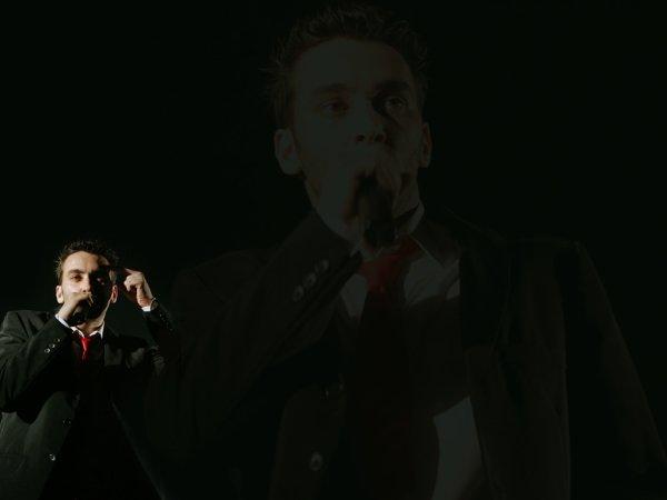 """""""Rocker révolté et grand connaisseur de la chanson française classique, personnage turbulent et indépendant audacieux, poète du politique et chanteur des amours désespérées, il est à la fois en marge et pleinement dans son époque""""."""