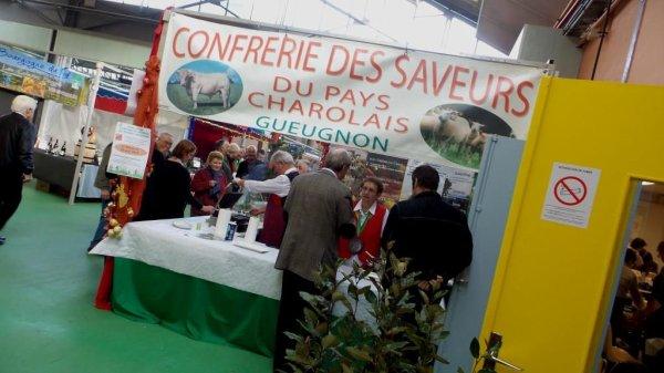 LE MARCHE DE NOEL DE GUEUGNON 2014 , PLUS DE 10 000 ENTREES, UN ENORME SUCCES,  NOUS Y ETIONS EN ANIMATION AVEC NOTRE CIRQUE ''CAROS''.....