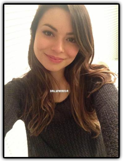 Petite photo de Miranda posté sur sa page Facebook pour la Saint-Valentin, personnellement, je la trouve superbe ! :)