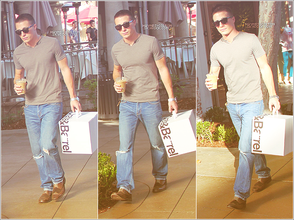 • 1 Oct. 2011 Colton faisant du shopping à Hollywood.