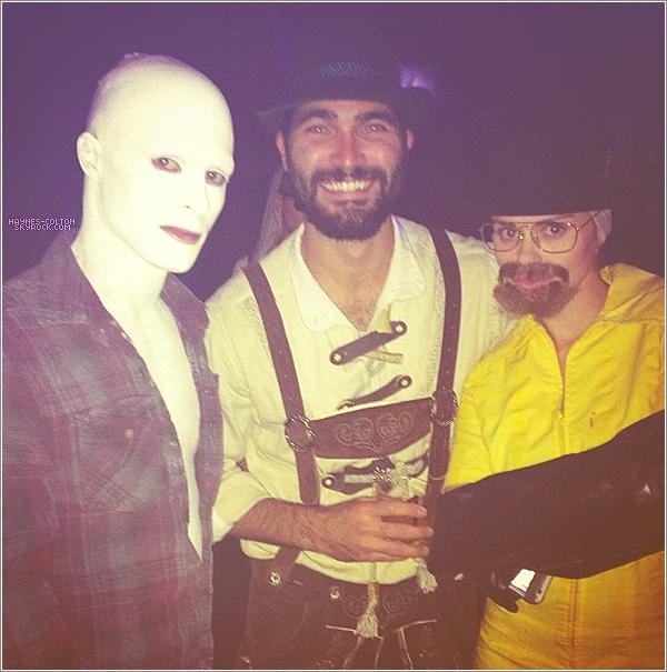 • 27 Oct. Colton à une fête d'Halloween organisée par Just Jared.   Il s'est deguisé en... Gandhi ! ahah originale ! Faut le dire.