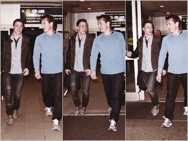 [font =consolas] • 27 Mars. Le même jour, Colton a été photographié dans les rues de Vancouver.     Il s'est pris un café avant d'aller sur le tournage d'Arrow.