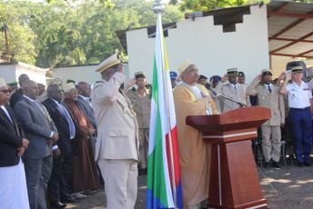 Le président Ikililou devant l'armée nationale : ''À ceux qui veulent mettre en péril la paix, appliquez la loi dans toute sa rigueur''