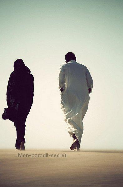 Allah a dit  { II est de ses Signes d'avoir crée de vous des épouses pour que vous reposez près d'elles, et Il a assigné entre vous amour et miséricorde, Voilà bien là des Signes vraiment pour les gens qui réfléchissent } [ Sourate 30 - Les Romains - Verset 21 ].
