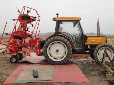 renault 70-14 lb + faneuse kuhn gf 5902
