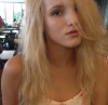 Bella Thorne en blonde .