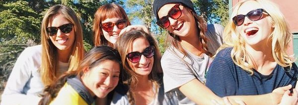 Candice Accola est avec ses amis à Bear Mountain (14/02/2015)