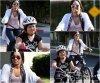 FlashBack  * C'est une Demi toute souriante que nous retrouvont avec sa petite soeur Madison fesant du vélo - 25.03.09*