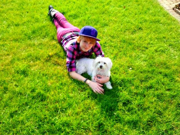 moi :) et ma chienne <3