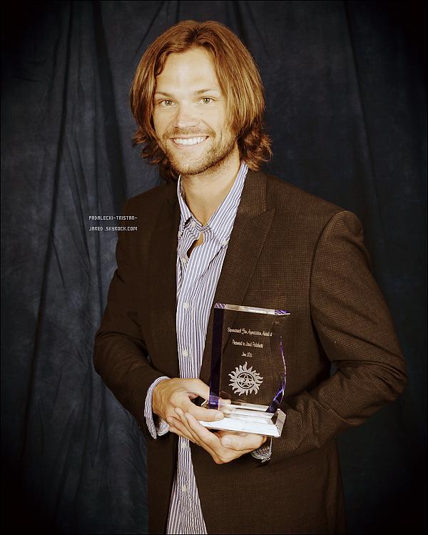 """_ __Events_'__Jared à reçu lors du """"NashCon"""" du 04/06/2011 un prix offert par ses fans._'Ton avis ?  __Twitter___L'acteur à également posté de nombreuses nouvelles photos sur son twitter.______'J'adore ! _"""
