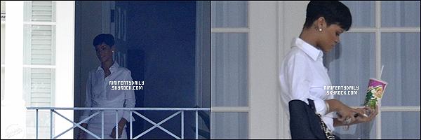 21/12/12 : Rihanna a été aperçu sur le balcon de sa demeure en Barbade.+ a la Cérémonie de lancement de La Clara Brathwaite Centre à la Barbade