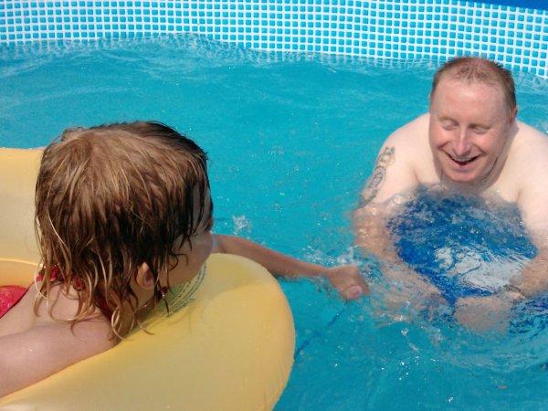 olalala  33°c  !! un pti nez dans la piscine !!