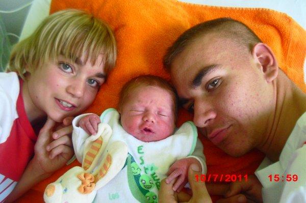 mon bonheur , mes enfants et la naissance notre fils Estéban ce 09 juillet 2011 du pur bonheur