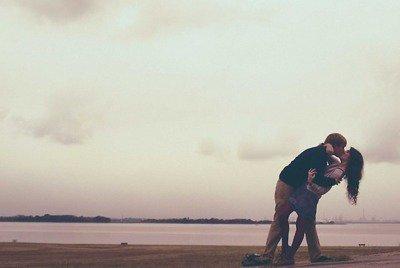 Je t'aime. Je t'abîme. Je te hais. Je te veux. Je te repousse. Je te reprends. Je te baise. Je te déteste. Je veux plus te voir. Je t'aime. Je t'embrasse. Je t'admire. Je me fous de toi. Je suis fou de toi. Je te quitte. Je te méprise. Je te parle plus. Je te manque. Je te mens. Je ne t'aime pas. Je ne t'ai jamais aimé. Je veux te voir. Je te fais l'amour. Je t'aime. Je t'adore. Je veux plus te voir.