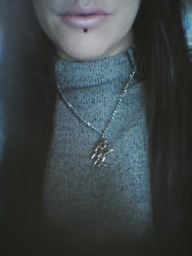 Et hop , encore un joli collier ! Avec le symbole de Gaara. ^^