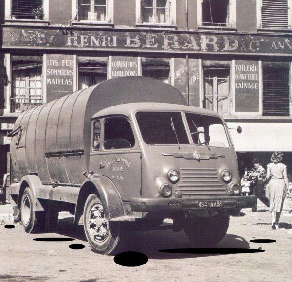 Un Renault 4220 1954