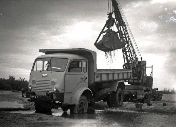 Saviem-Renault-R4152-4x4