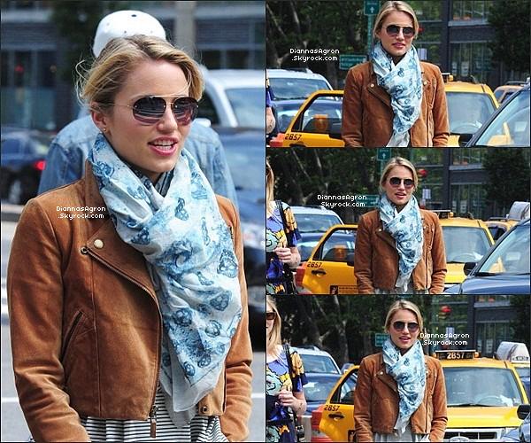 .17 Juin 2012 |Dianna et son amie ontétaitvus alors qu'elles se promenaient dans les rues de Manhattan . Un vrai top !!
