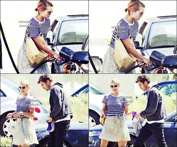 . 13 Août 2011 : Dianna a été aperçu dans une station essence accompagnée de son petit-ami Sabastian.S ! .