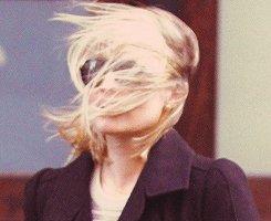 DIVERS |                     Le vent n'épargne personne...pas même Dianna.