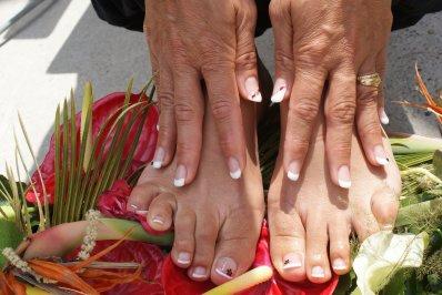 french blanche et decor avec strass goutte rouge, pieds assorti