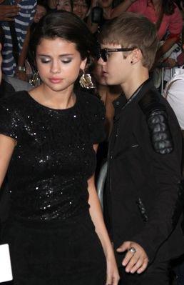 Selena a la première d'Identité Secrète