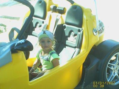 emma et sa nouvelle voiture