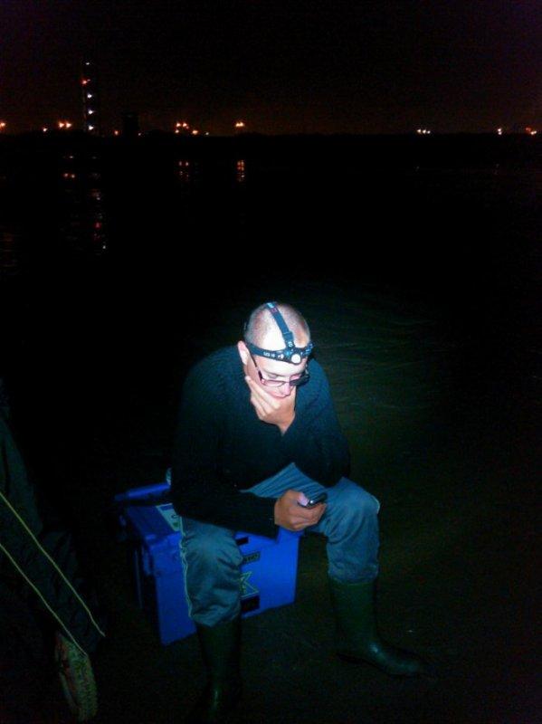 me voici a la peche en attendant que le poisson arrive