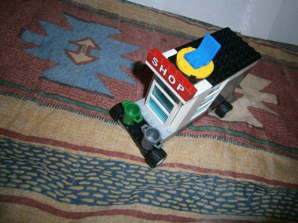 un nouveaux lego  canping car +  remorque