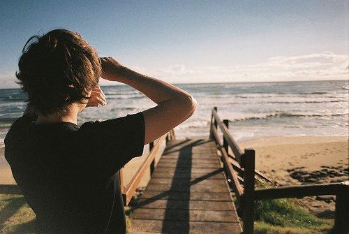 Rare est le nombre de ceux qui regardent avec leurs propres yeux et qui éprouvent avec leur propre sensibilité.