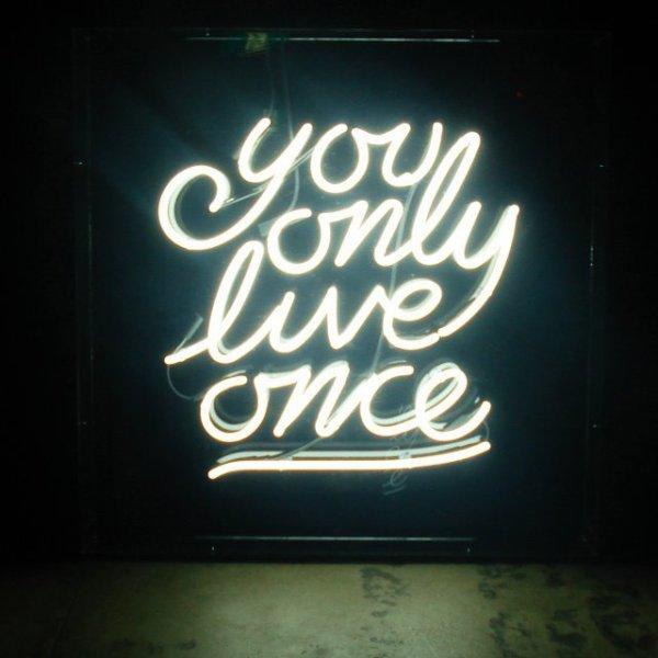 ?Maintenant j'y crois lorsque les gens prétendent que l'amour rend aveugle. Si ce n'est pas le cas, comment ai-je pu tomber amoureuse de quelqu'un comme toi ?!