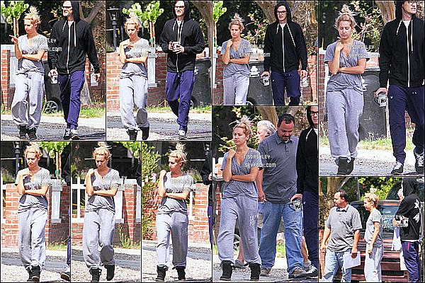 * 02/07/15 : Ashley et son mari ont été aperçus lorsqu'ils visitaient leur nouvelle maison, se trouvant à Encino. Aujourd'hui Ashley fête ses trentième anniversaire. Elle semble fatiguée et elle porte une tenue basique je n'aime pas pour une fois. Flop pour moi.  *