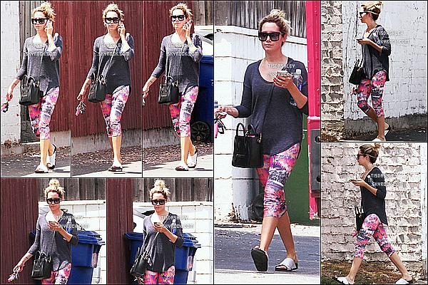 * 19/08/14 : Ashley T. a été aperçue alors qu'elle quittait son cours de gym - qui se trouve dans West Hollywood. Je n'aime pas tellement la tenue que miss Ashley porte. Je trouve que le haut ne vas pas avec le bas qu'elle a porté dernièrement, un Bof pour moi.  *