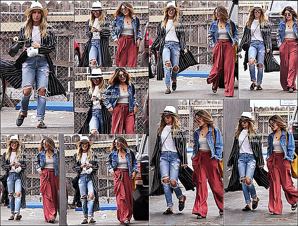 * 13/09/16 : Ashley T. a été aperçue se rendant au magasin « Curve » avec Vanessa Hudgens, dans Beverly Hills. Ashley est toute belle. Ca fait plaisir de la voir avec sa meilleure amie. J'aime beaucoup la tenue qu'elle porte. Le chapeau lui va bien. Top pour moi  *