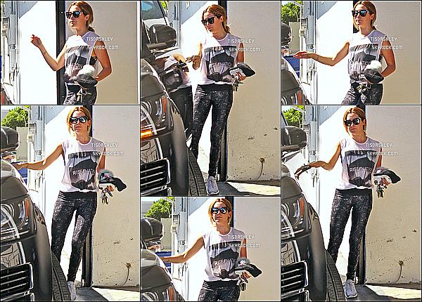 * 28/09/16 : Ashley a été repérée alors qu'elle quittait la salle de sport « Rise Movement » dans West Hollywood. Ashley est superbe même si elle ne sourit pas trop. J'aime bien la tenue de sport qu'elle porte. Ses lunettes de soleil sont jolies. Je lui donne un Top.  *