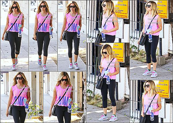 * 06/08/14 : Ashley T. s'est rendue au salon de beauté « Nine Zero One » - qui se trouve dans West Hollywood. Ashley n'est pas très souriante, ce qui est dommage. Elle porte une tenue de sport basique mais qui ne me déplaît pas. Donc un petit Top pour moi.  *