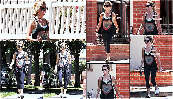 * 21/08/14 : Ashley a été vue une nouvelle fois seule, quittant son cours de pilates qui se trouve dans Studio City. Ashley T. un peu souriante, porte encore une fois une tenue de sport toute simple mais que je préfère à celle de la dernière fois. Petit Top pour moi.  *