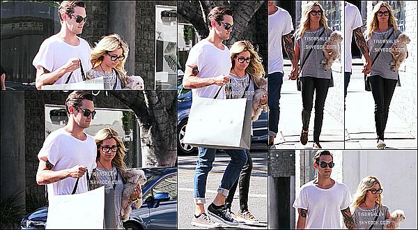 * 20/09/14 : Ashley T. est allée faire du shopping au magasin « AllSaints »  avec Christopher, dans Beverly Hills. Ashley et Christopher sont de retour de leur lune de miel à Bora Bora. J'aime beaucoup la tenue que porte Ashley, avec son sac. Un Top pour moi.  *