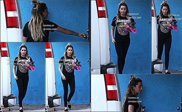 * 09/12/14 :  Ashley  a été repérée alors qu'elle arrivait au « WundaBar », pour son cours de pilates à Studio City. Ashley semble un peu fatiguée sur les photos, mais ça ne l'empêche pas d'être jolie. Elle porte une tenue de sport simple mais que j'aime assez,Top.  *