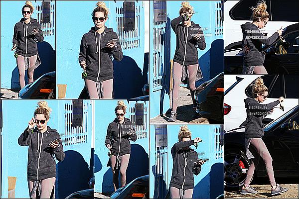 * 16/01/15 :  Ashley  a été aperçue quand elle quittait les locaux du « WundaBar Pilates », situé dans Studio City. Ashley T. ne voulait apparemment pas être vue par les paparazzis. Elle porte de nouveau une tenue simple de sport mais que j'aime assez, un Top.  *