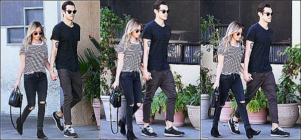 * 14/02/15 :  Ashley T. et Christopher ont été aperçus alors qu'ils  se promenaient, dans les rues de Studio City. C'est le jour de la Saint Valentin que nous retrouvons nos deux amoureux, ils trop mignons. La tenue qu'Ashley porte est très jolie, j'adore. Un Top.  *