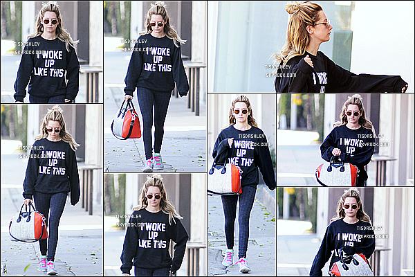 * 05/03/15 :  Ashley  a été aperçue lorsqu'elle se rendait à la salle de sport « Rise Movement » à West Hollywood. Ashley n'est pas très souriante mais elle est très belle. J'aime bien sa coiffure et la tenue qu'elle porte est simple mais jolie. Je lui mets donc un Top.  *
