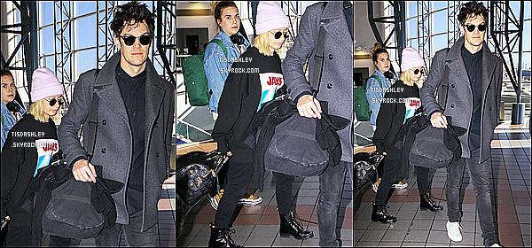 * 08/12/18 :    Ashley et Christopher ont été répérés lorsqu'ils arrivaient à l'aéroport « LAX », se situant à Los Angeles. C'est dommage qu'il n'y ait pas plus de photos disponibles. En tout cas Ashley est superbe. J'aime assez la tenue qu'elle porte. Je lui donne un petit Top.  *