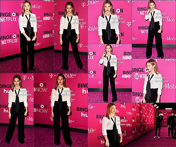 * 10/11/15 : Ashley  était présente au lancement d'un nouveau produit de la marque « T-Mobile », à Los Angeles. Ashley est vraiment ravissante. J'aime beaucoup la tenue qu'elle porte, ça rend super bien avec la cravate. Sa coiffure et son maquillage sont jolis !  *