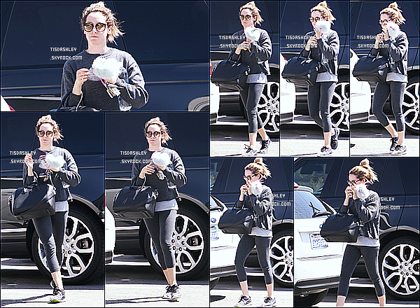 * 25/03/16 : Ashley T. a été repérée alors qu'elle quittait un salon de manucure, qui se trouve dans Beverly Hills. Ashley T. est jolie, ces lunettes de soleil lui vont bien je trouve. J'aime beaucoup sa tenue. J'aime bien son sac aussi - C'est donc un Top pour moi !   *