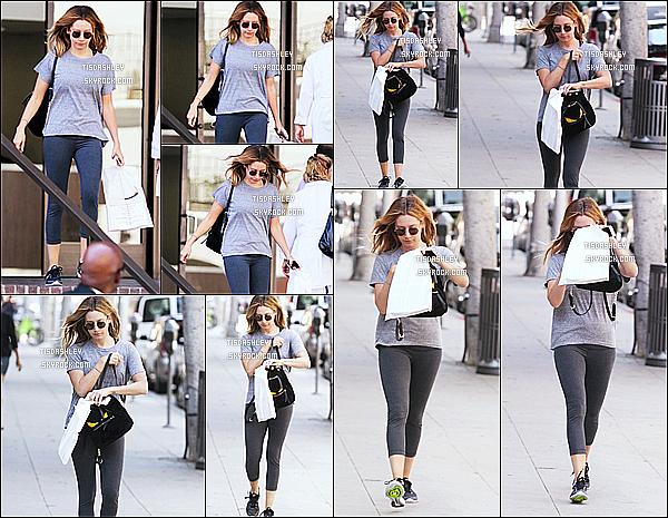 * 12/05/16 : Ashley Tisdale a été repérée lorsqu'elle quittait un cabinet médical - dans les rues de Beverly Hills. Ashley est jolie, c'est juste dommage qu'elle ne soit pas trop souriante. En tout cas j'aime bien sa tenue même si elle est simple. Je lui mets un Top.  *