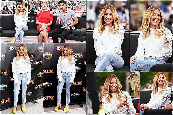 * 31/05/16 : Ashley T. était sur le plateau de l'émission « Extra » dans les studios Universal, dans Universal City. Ashley est toute belle et souriante. J'aime beaucoup la tenue qu'elle porte, ainsi que ses chaussures jaunes qui donnent un style à la tenue. Un Top.  *