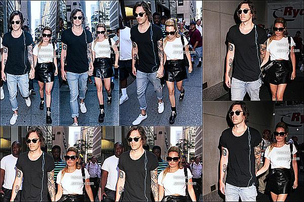 * 27/07/16 : Ashley s'est rendue dans les studios de l'émission « Today Show » avec Christopher - à New York. Ashley s'est donc rendue à New York pour faire la promotion de son nouveau film Amateur Night. Je suis complètement fan de sa tenue. Donc Top.  *