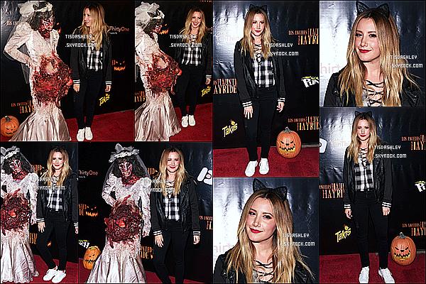 * 09/10/16 : Ashley s'est rendue lors de l'ouverture de la « Haunted Hayride » au Griffith Park, de Los Angeles. Un peu plus tard, Ashley a été vue se promenant dans le parc avec Christopher et des amies. Ashley es jolie avec ses oreilles de chat, c'est un Top  *